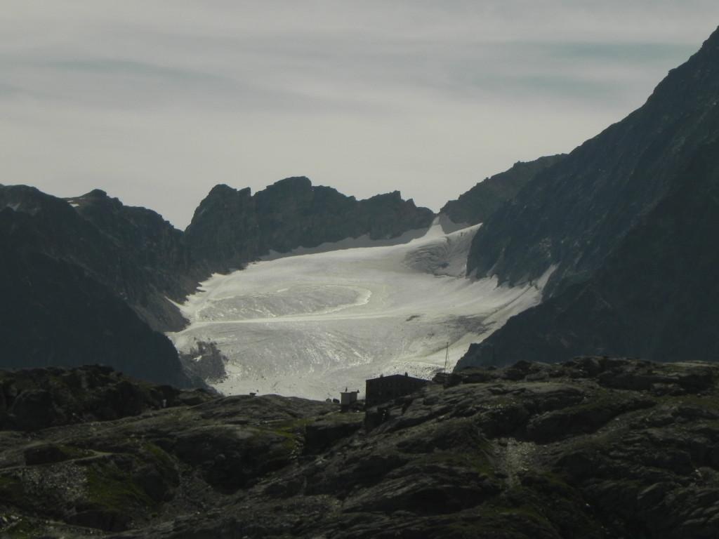 スールレイ峠、山小屋遠景